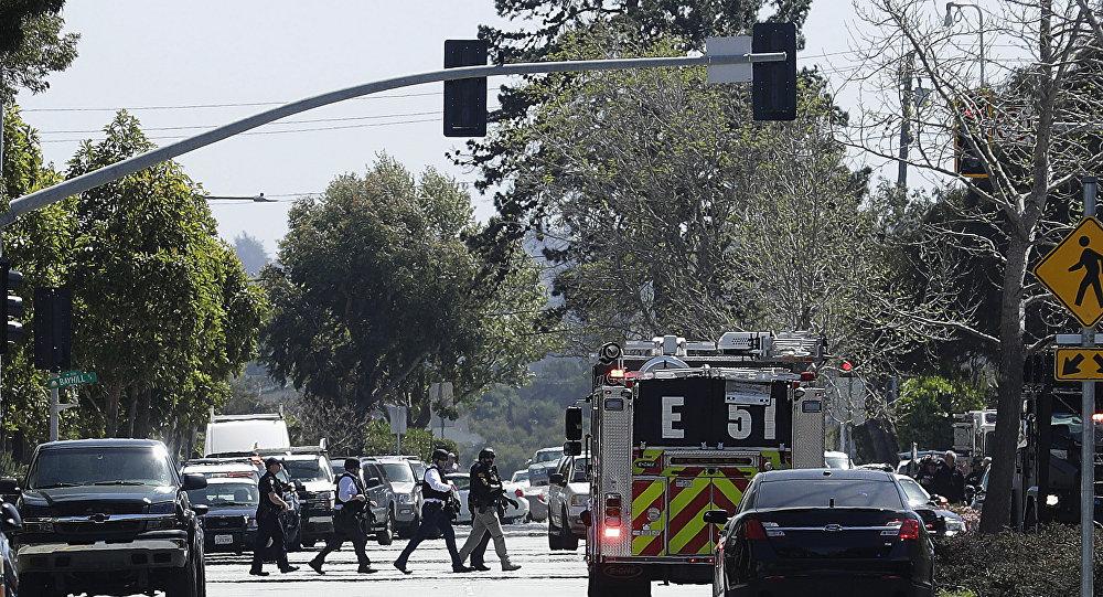 La police près du bureau de YouTube à San Bruno, en Californie