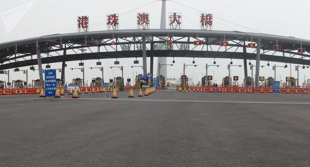 Le pont maritime du monde entre Hong Kong, Zhuhai et Macao