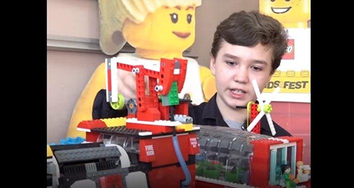 Cet enfant a construit un réacteur nucléaire… en Lego