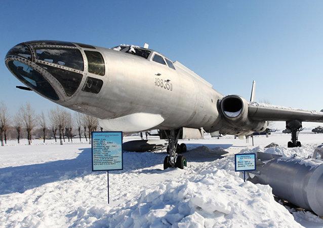 Un Tu-16