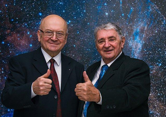 Oldřich Pelčák et Vladimír Remek