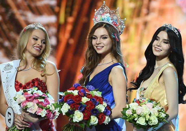 Violetta Turkina, Ioulia Polyatchikhina et à Natalia Stroeva