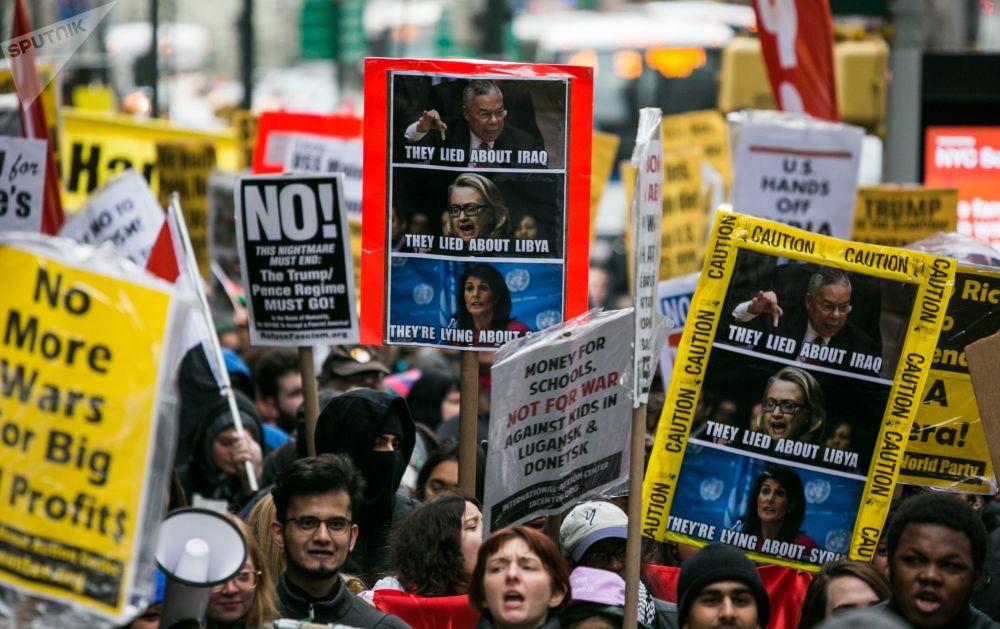 Manifestation de protestation contre les attaques sur la Syrie à New York