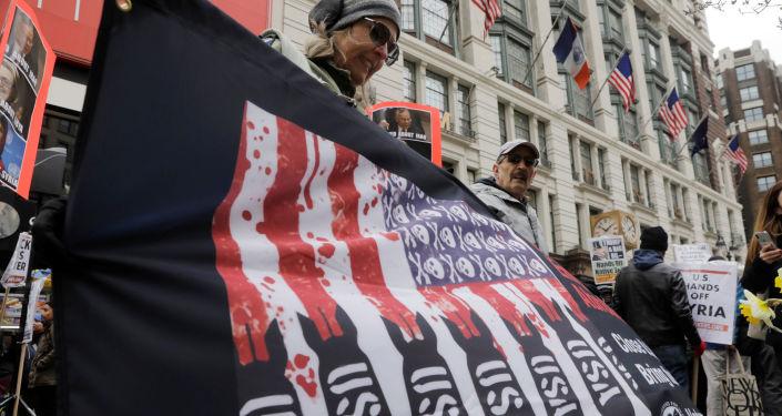 Action de protestation contre les frappes occidentales sur la Syrie à New York