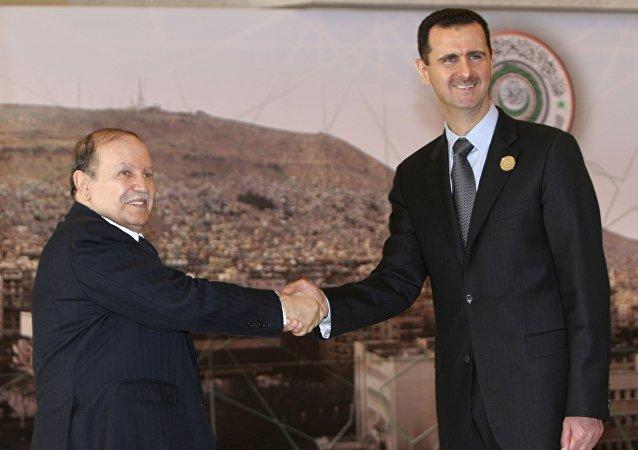 Abdelaziz Bouteflika et Bachar Assad à Damas le 29 mars 2008 lors du sommet de la Ligue arabe
