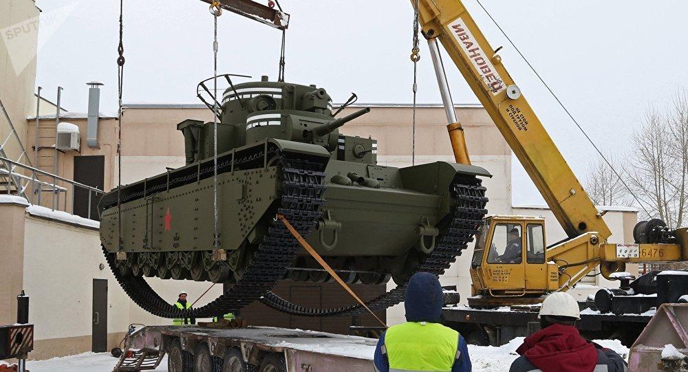 Le char soviétique lourd T-35 reconstruit dans l'Oural