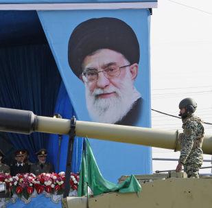 Défilé militaire en l'honneur de la Journée nationale de l'Armée à Téhéran