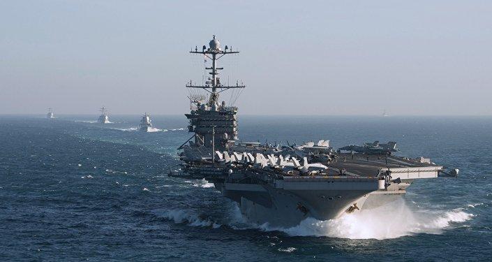 Un groupe naval dirigé par le porte-avions Harry Truman