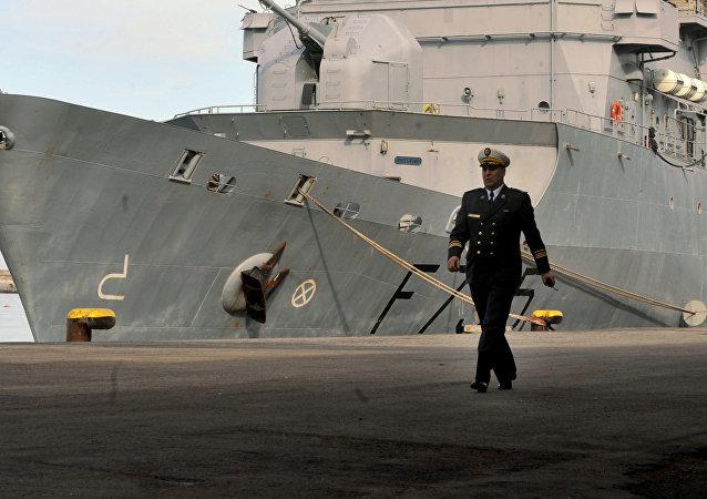 Un officier de la marine algérienne