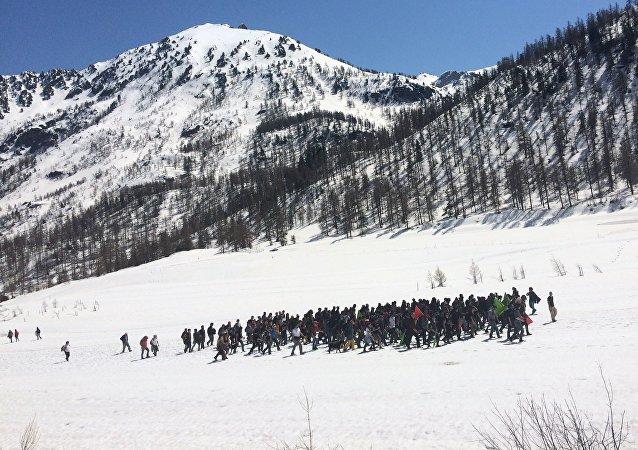Identitaires contre migrants : polémique en altitude