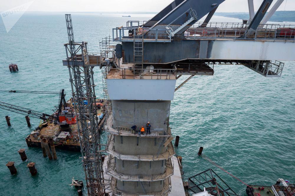 Construction du pont routier de Crimée
