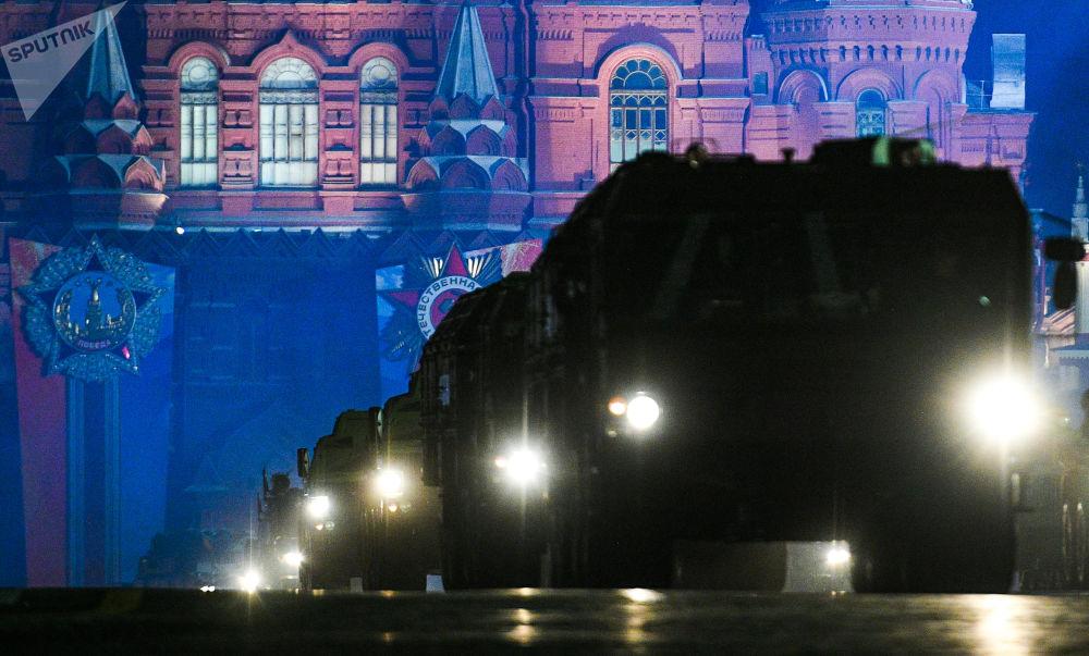 Répétition nocturne du Défilé de la Victoire sur la place Rouge