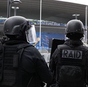 Des membres du RAID participent à une simulation d'attaque terroriste en 2016 près du Stade de France