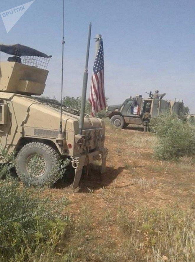 Des blindés français et américain près de Manbij
