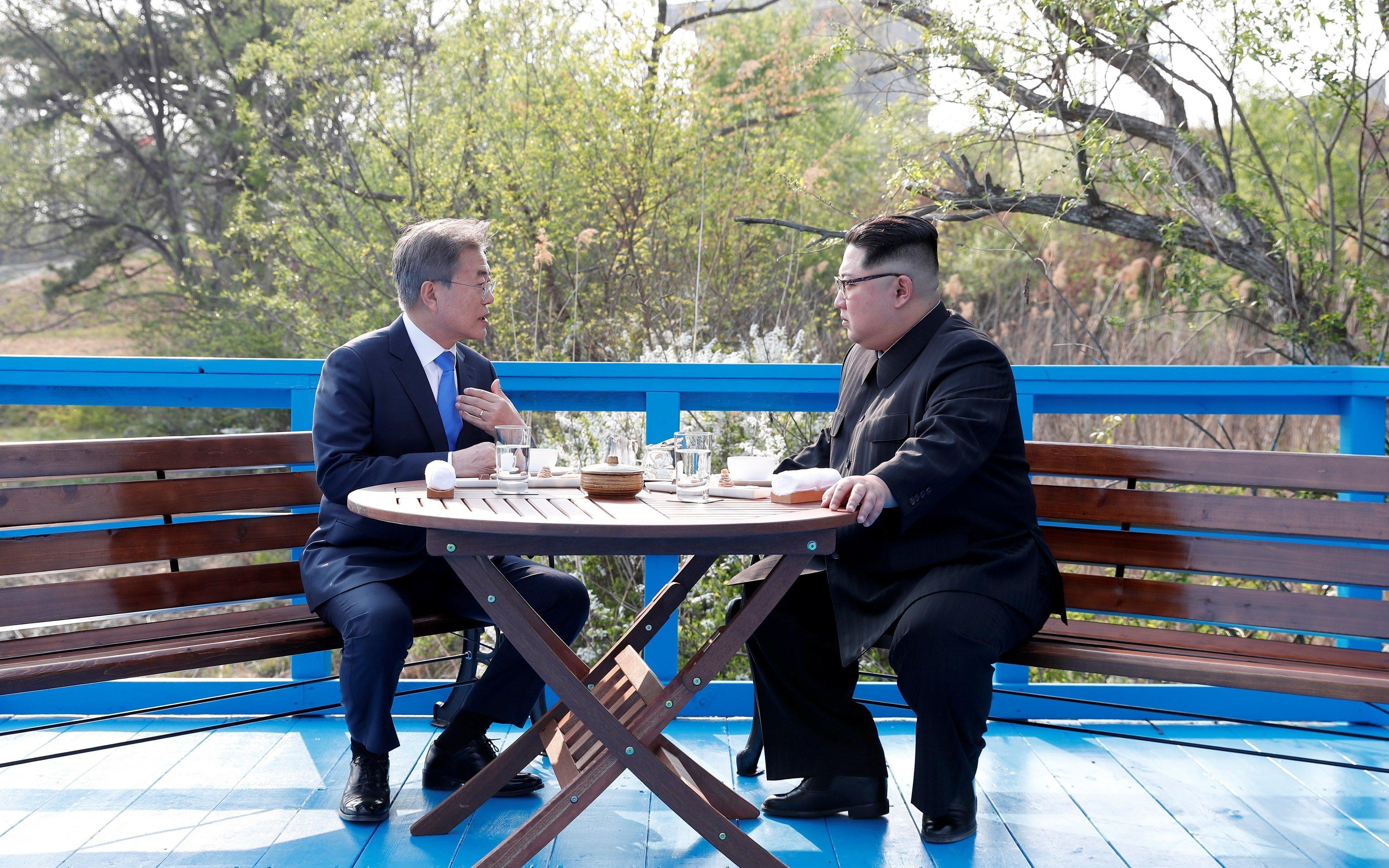 Les dirigeants nord-coréen Kim Jong-un et sud-coréen Moon Jae-in lors du sommet intercoréen