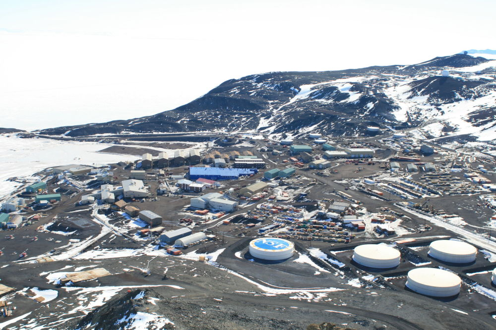 vue générale sur la station de McMurdo depuis l'Observation Hill
