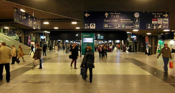 Un policier agressé au couteau à Bruxelles, le suspect blessé