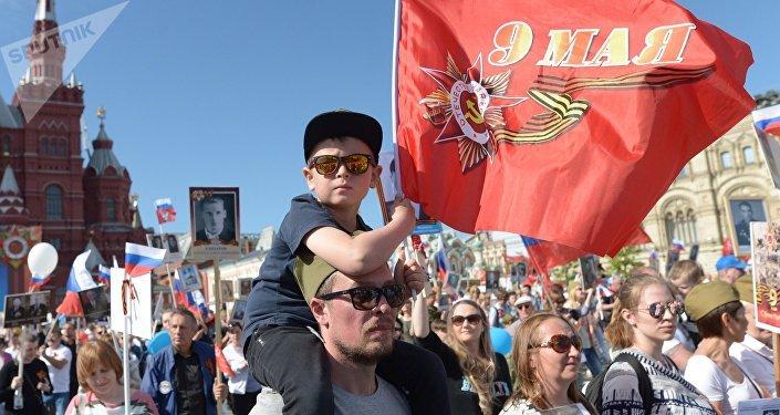Le défilé du Régiment immortel à Moscou