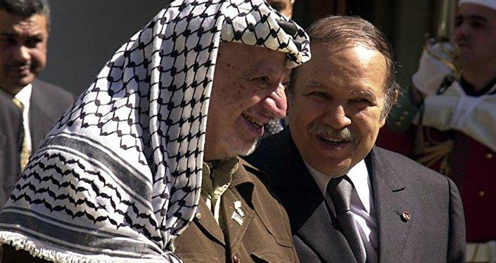 Abdelaziz Bouteflika et Yasser Arafat