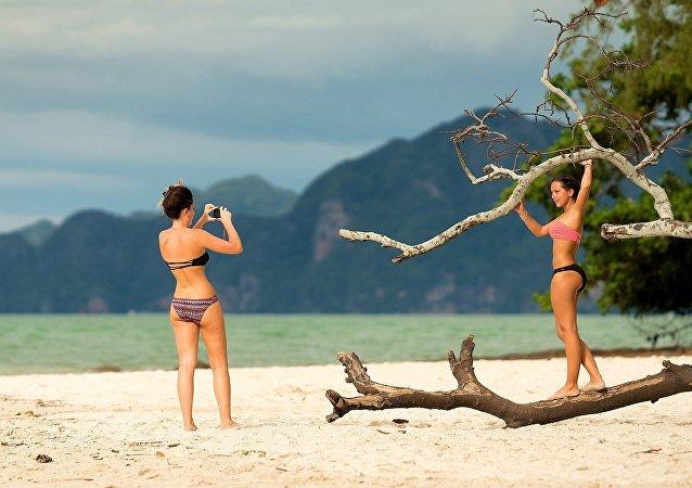 Des femmes sur une île