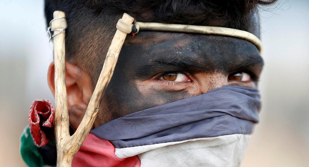 Un manifestant palestinien à la frontière israélo-gazaouie, le 14 mai 2018