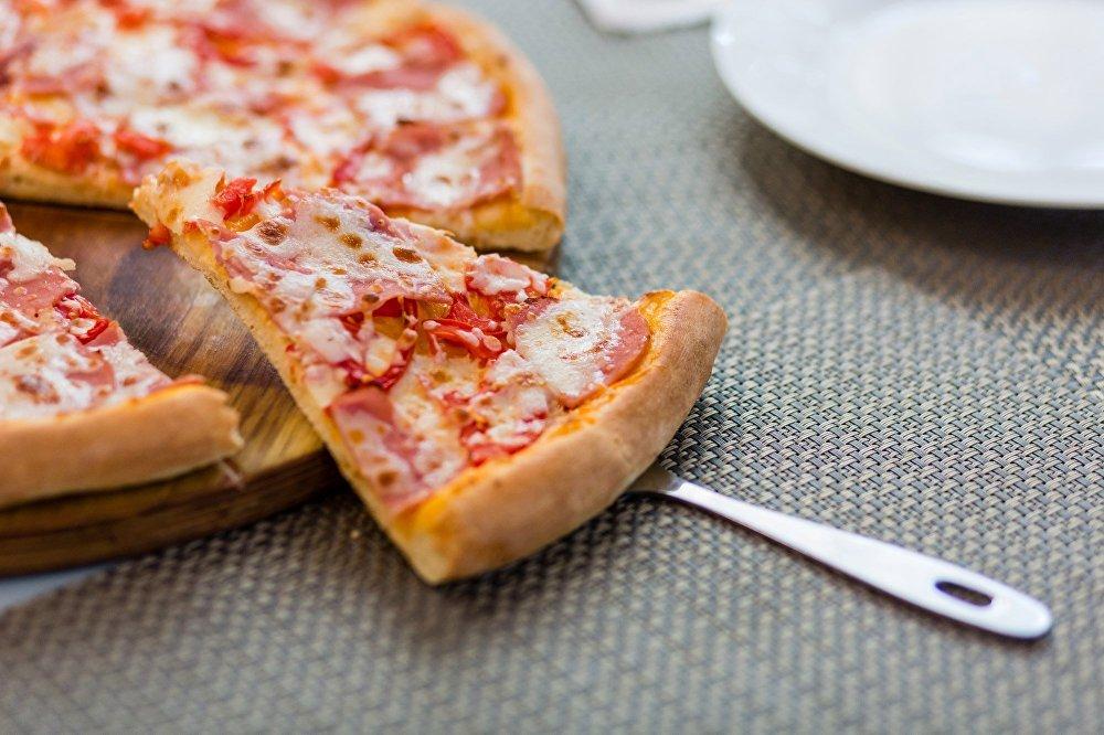 Pizza à la pizzeria Sicile à Sotchi