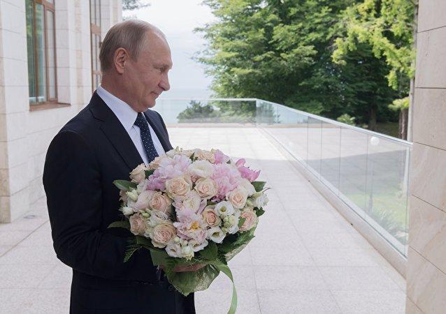 Vladimir Poutine avant la rencontre avec Angela Merkel