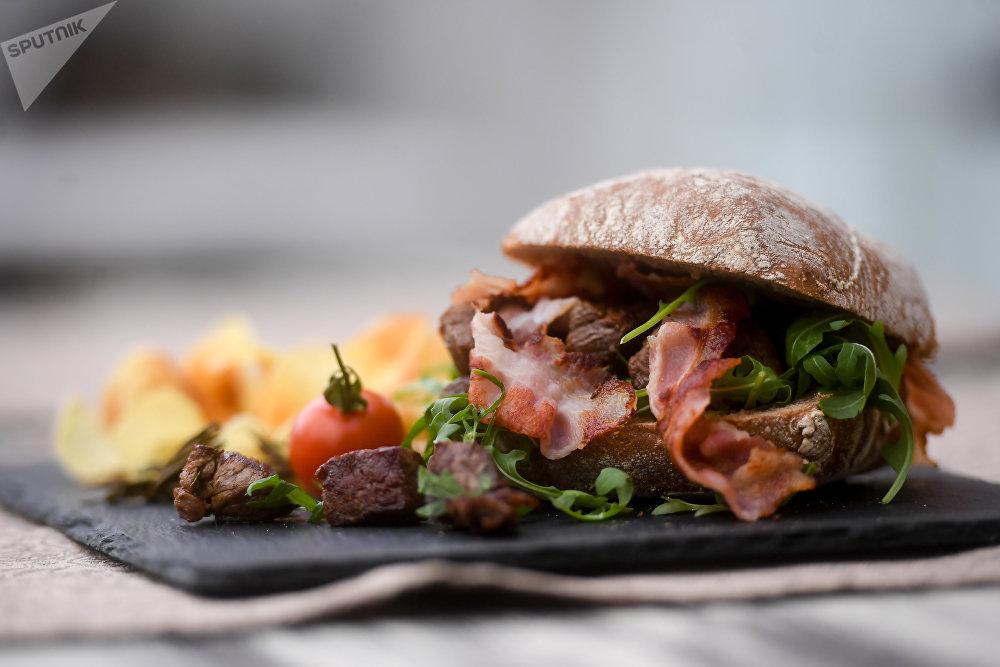 «Burger incorrect» au restaurant Tchaïkovsky