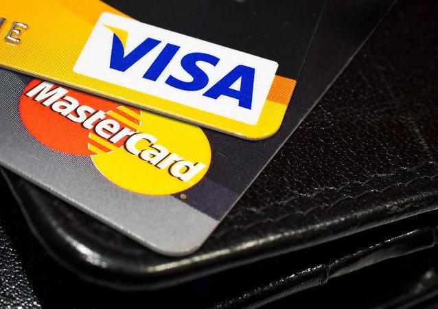 Des cartes Visa и Mastercard