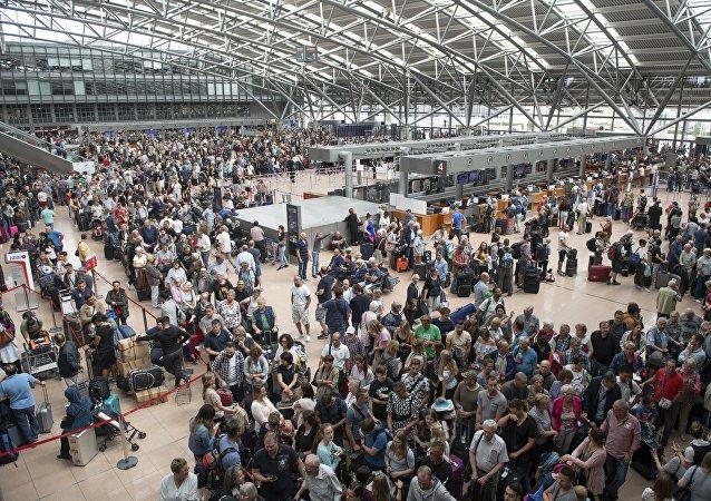 Une panne totale de courant paralyse l'aéroport de Hambourg, le trafic aérien interrompu