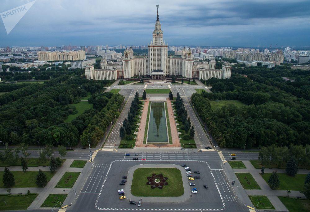 L'Université d'État de Moscou M.V. Lomonossov.