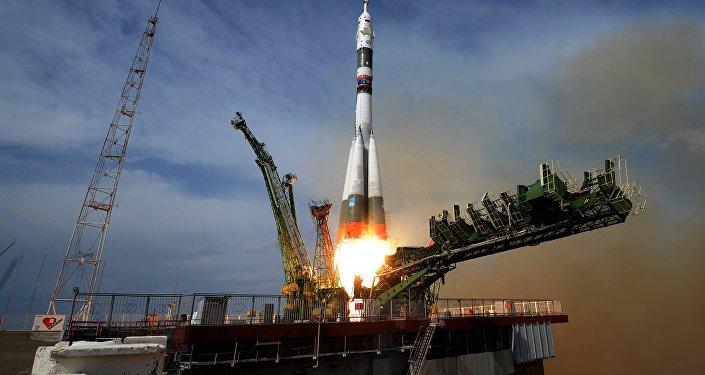 Le lancement du vaisseau spatial Soyouz MS-09