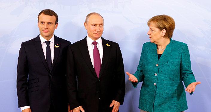 Emmanuel Macron, Vladimir Poutine et Angela Merkel