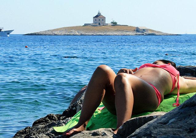 Une femme sur la plage
