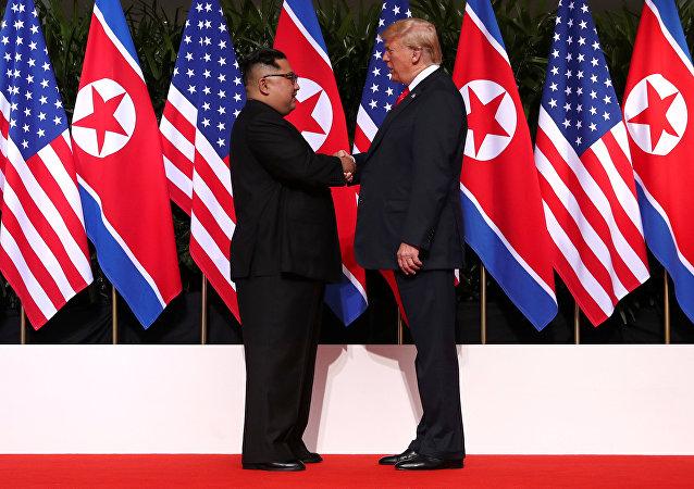 Poignée de main de Kim Jong-un avec Donald Trump
