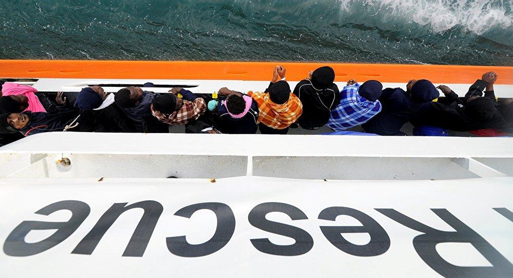 Des migrants de l'Aquarius