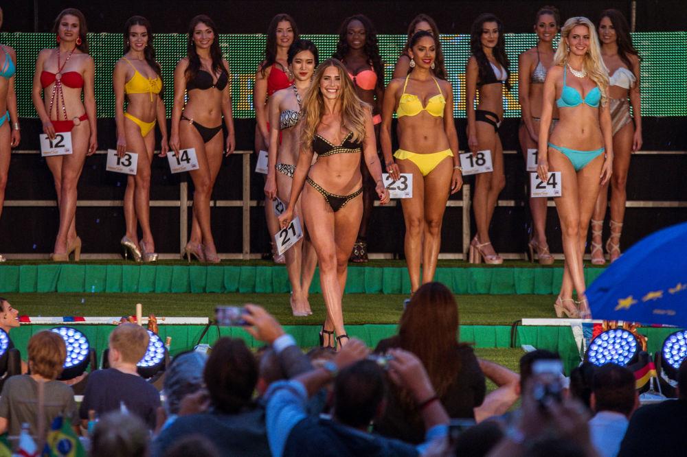 Pour pouvoir participer au concours, les prétendantes au titre de Miss Mondial doivent non seulement avoir un physique agréable mais aussi s'y connaître en foot.