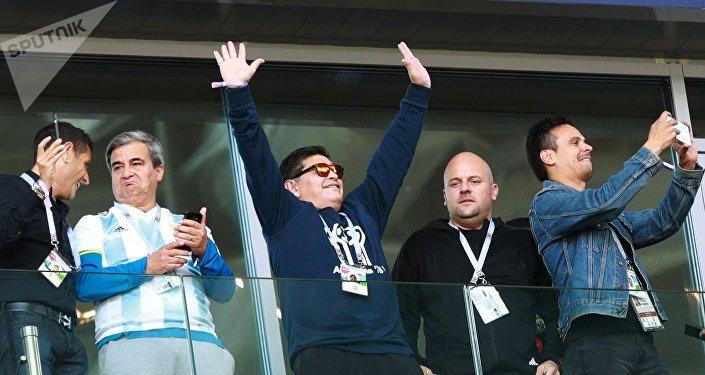Maradona pendant le match Argentine-Islande