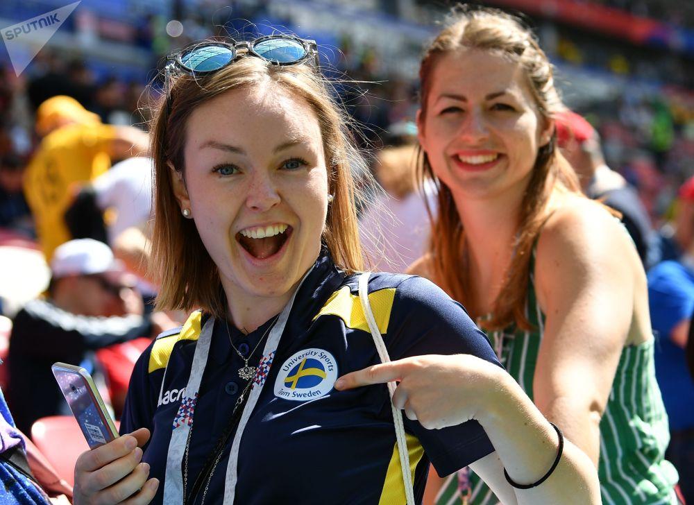 Des supportrices avant le match France-Australie.