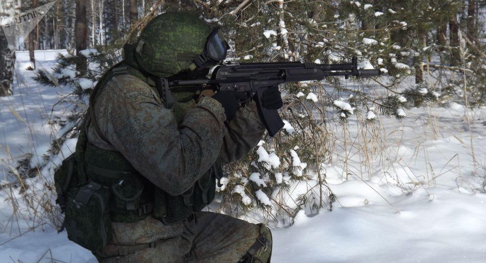 Les fusils d'assaut russes A-545 et AK-12 au banc d'essai . 1036851231