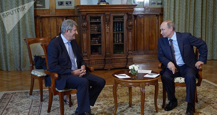 Philippe de Villiers, entre Emmanuel Macron et Vladimir Poutine