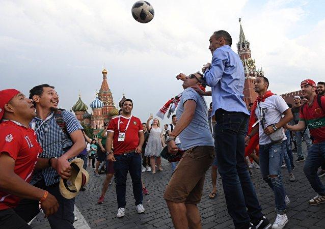 Les supporters sur la Place rouge 2018 à Moscou