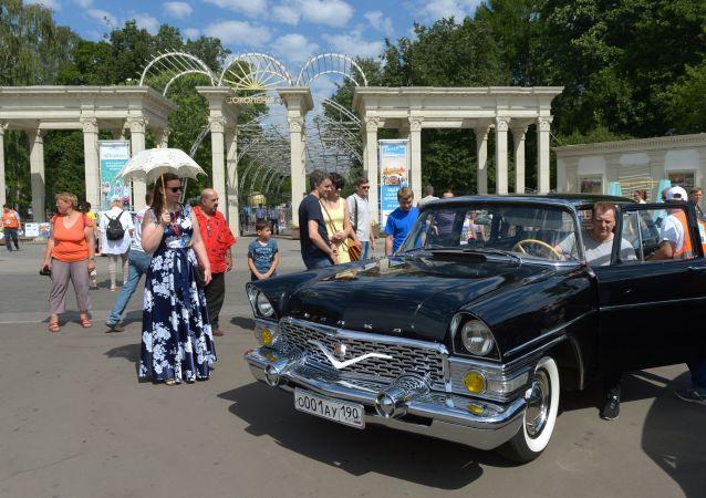 Une exposition des voitures à Moscou