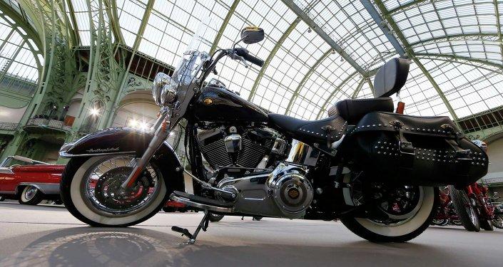 Une moto Harley-Davidson