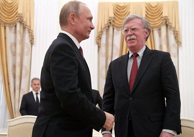 La rencontre entre Vladimir Poutine et John Bolton, le 27 juin 2018