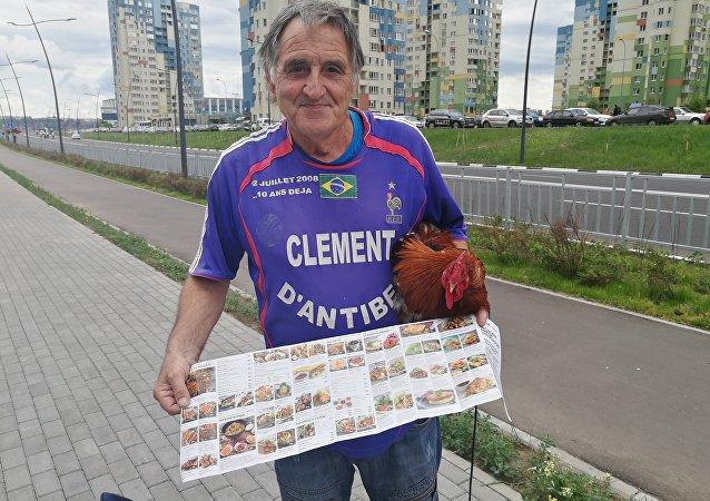 Clément d'Antibes, fidèle supporter de l'équipe de France de football