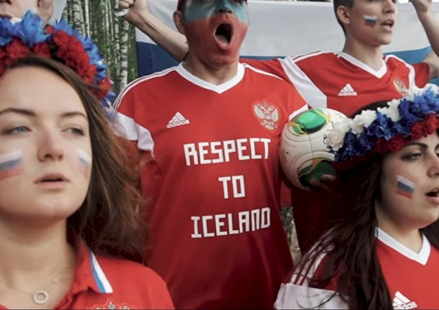 Российские болельщики ответили Исландцам спевшим Калинку | ЧМ 2018 | Á Sprengisandi
