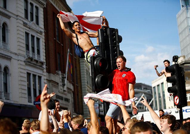 Cocaïne, ambulance détruite: Angleterre en demi-finale, ses fans en liesse sèment le chaos