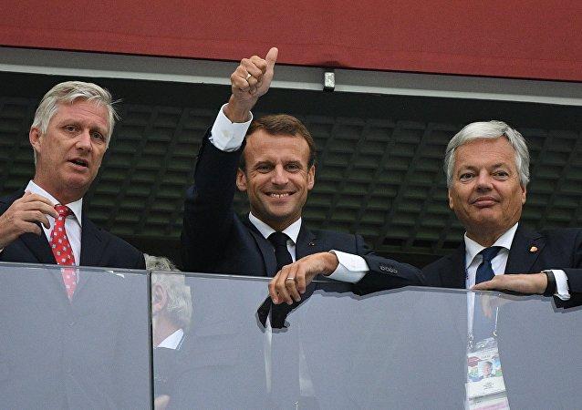 Le roi Philippe, Emmanuel Macron et Didier Reynders assistent au match France-Belgique