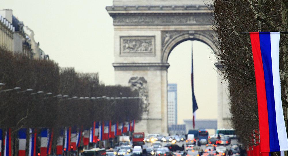 Quelques couacs pendant le défilé du 14 Juillet sur les Champs-Élysées
